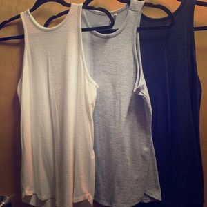 3 for 1 tank top set.
